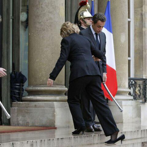 Hillary Clinton se la joue Cendrillon devant Sarkozy