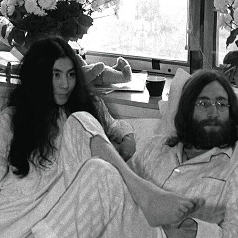 Vidéo- Yoko Ono nous invite sous la couette de John Lennon