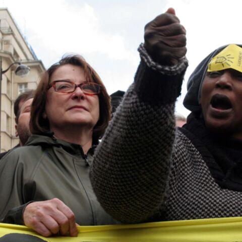 Balasko et Besancenot soutiennent les sans-papiers