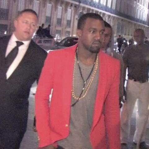Vidéo- Kanye West dans la nuit parisienne