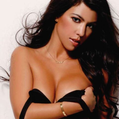 PHOTOS- Kourtney Kardashian: son strip-tease brûlant!