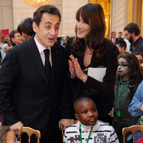Photos: Carla et Nicolas Sarkozy jouent les Père et Mère Noël