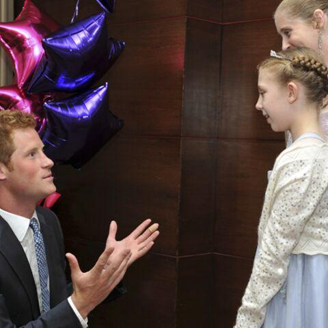 Le prince Harry au chevet des enfants