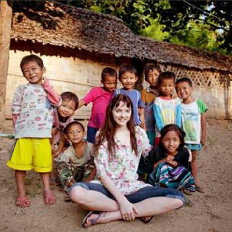 Lily Cole, une top engagée auprès des réfugiés du Myanmar