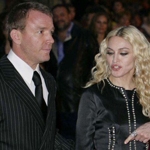 Madonna sort le drapeau blanc