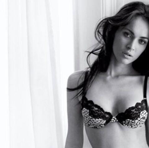 Megan Fox: elle enlève tout, même sa bague!