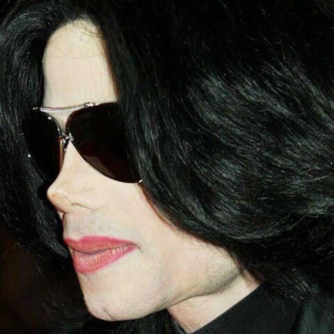Michael Jackson: ses fans le retrouvent dans un hangar!
