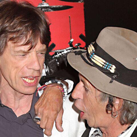 Keith Richards jette la pierre à Mick Jagger