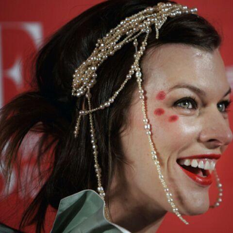 Milla Jovovich collectionne les armes