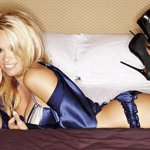 In bed with Pamela Anderson