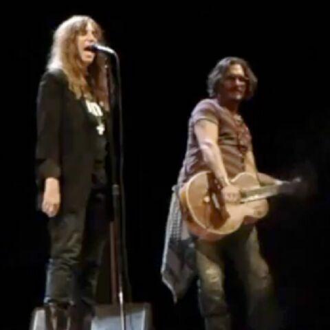 VIDEO – Johnny Depp et Patti Smith: leur duo surprise