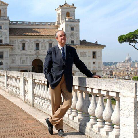 Frédéric Mitterrand joue les tour operateur pour Vuitton