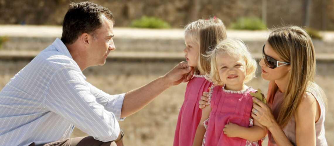 Felipe et Letizia d'Espagne: leurs filles? Deux adorables poupées!