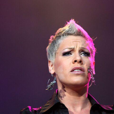 VIDEO – L'impressionnante chute de Pink en plein concert