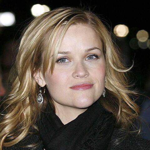 Reese Whitherspoon fait des folies dans un sex-shop!