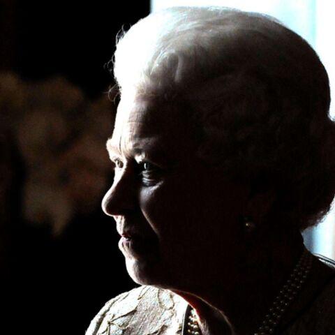 REGARDEZ- Deux intrus s'introduisent chez la Reine Elizabeth II