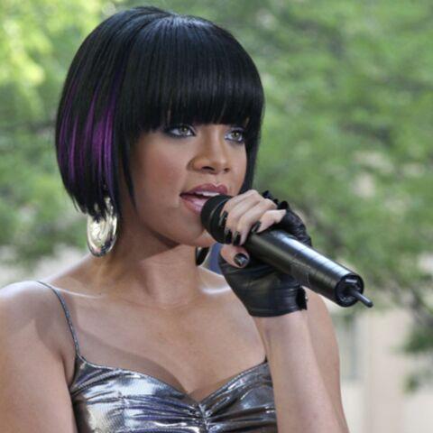 REGARDEZ: Rihanna force le respect