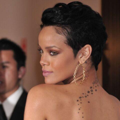 Regardez: Rihanna se promène avec 4 revolvers!