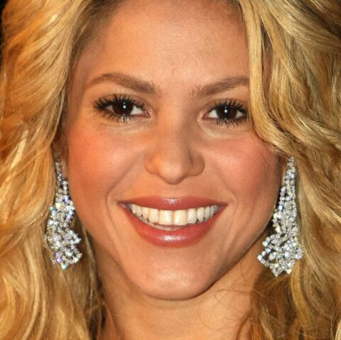 Shakira, la bague au doigt?