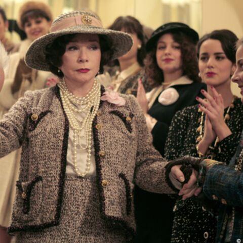 Shirley MacLaine réincarnée en Coco Chanel
