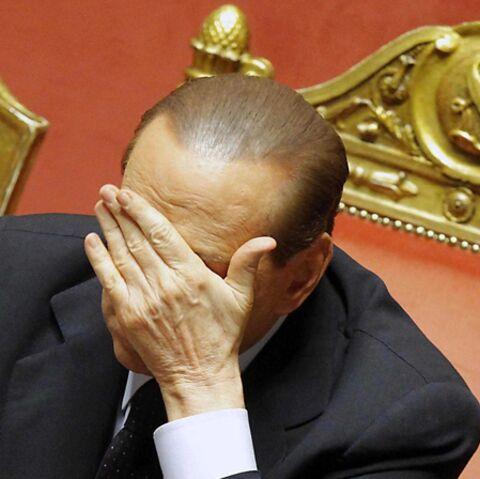 Silvio Berlusconi: sans les mains!