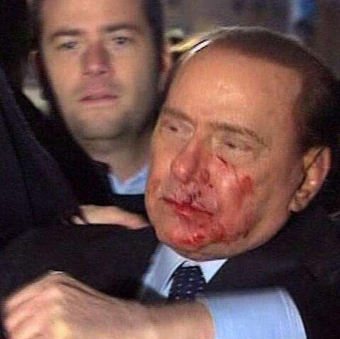 Silvio Berlusconi: le Cavaliere rossé