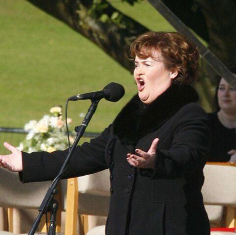 VIDEO – Susan Boyle a enfin chanté devant le pape, ou presque