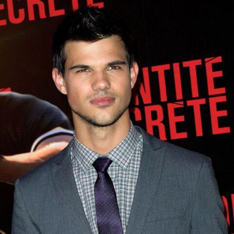 Vidéo – Taylor Lautner enflamme le red carpet