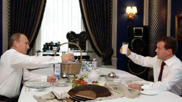 Medvedev et Poutine boivent du petit lait