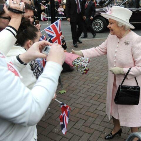 Elizabeth II et le mystère du sac à main