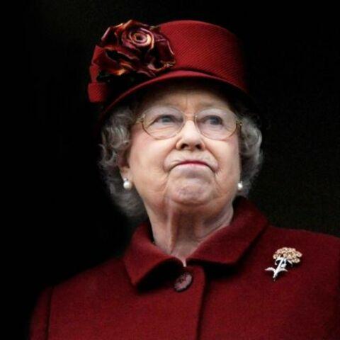 Elisabeth II: une maladresse qui fait tache!