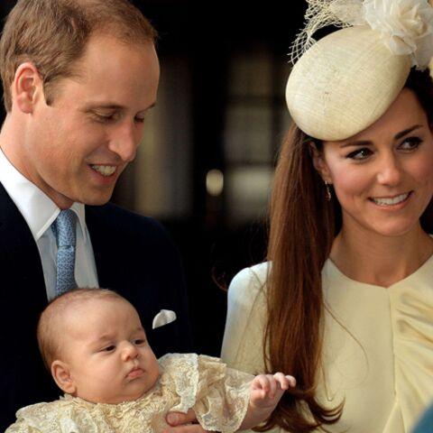Baby George au pied du sapin