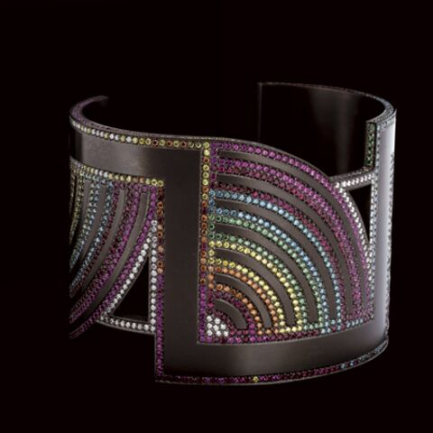 Light and colorful, titanium attracts jewelers