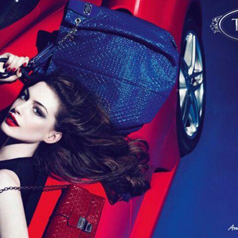 Anne Hathaway ultra-sensuelle pour Tod's