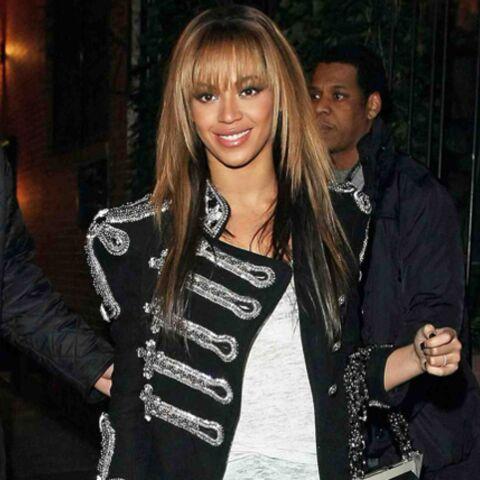 Beyoncé ose la veste à galons Balmain
