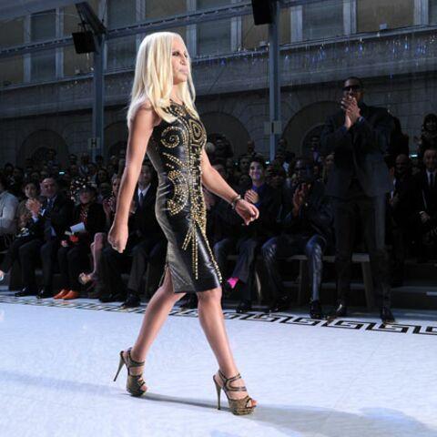 H&M voit la vie en Versace