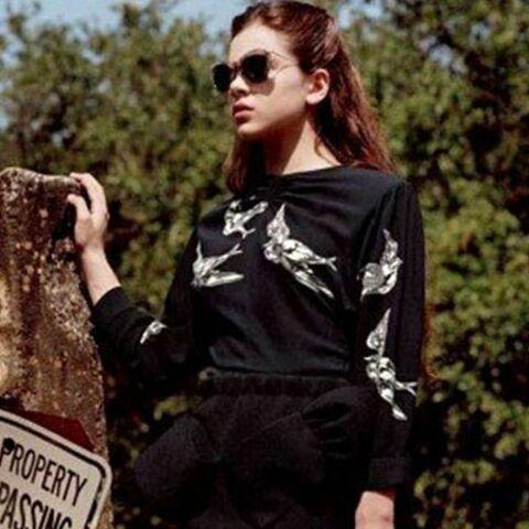 Hailee Steinfeld Lolita chic pour Miu Miu