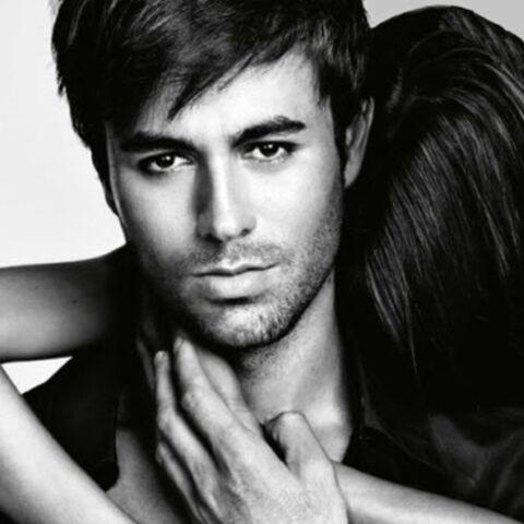 Regardez- Enrique Iglesias, sexy pour Azzaro