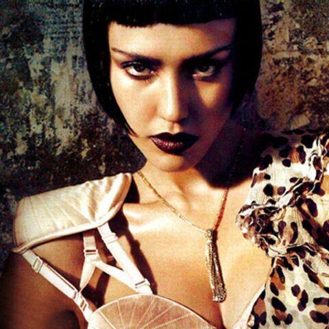 Jessica Alba, méconnaissable en diva italienne