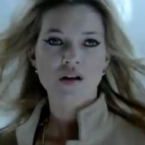 Vidéo – Kate Moss sous le charme de Mr Lapin