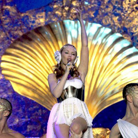 Kylie Minogue, divine en déesse antique