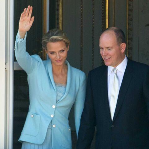 Mariage à Monaco: le tailleur bleu ciel de Charlène