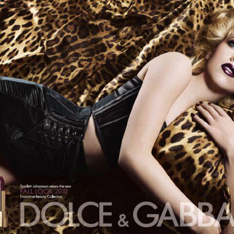 Scarlett Johansson, féline et gothique pour Dolce & Gabbana
