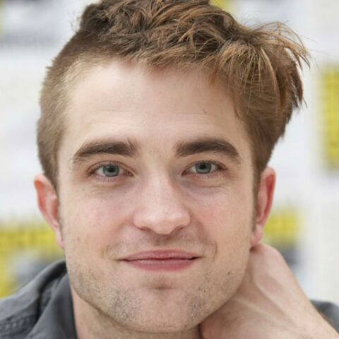 Robert Pattinson se rase -presque- la boule