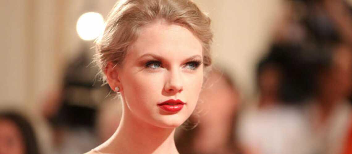 Taylor Swift, célibataire, retourne en studio