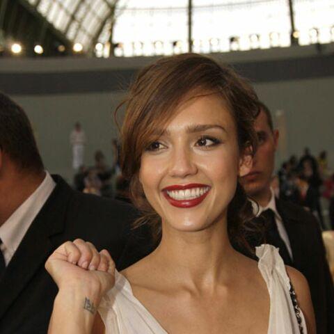Leçon de maquillage: une bouche parfaite comme Jessica Alba