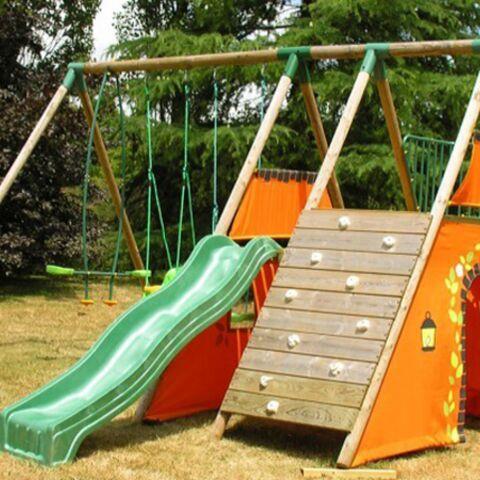 Les enfants, allez jouer dans le jardin!