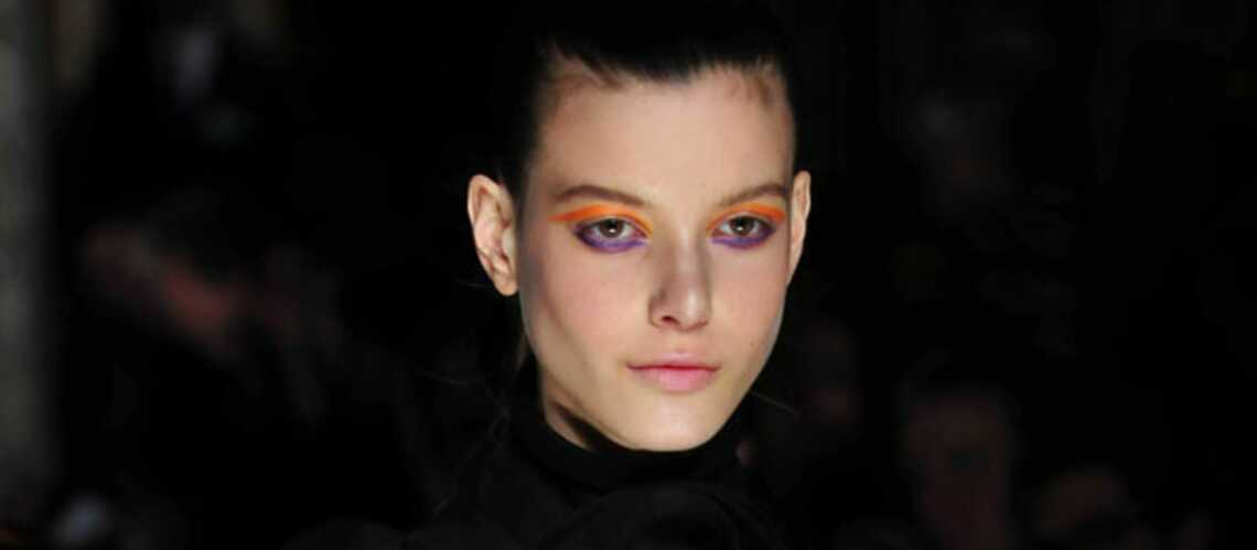 Orange, bleu, rouge: osez le maquillage de couleur