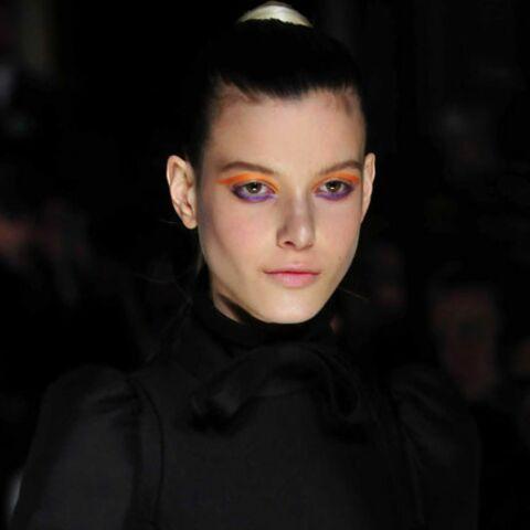 Orange, bleu, rouge: osez le maquillage de couleur