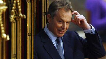Tony Blair apprend à utiliser un téléphone portable!